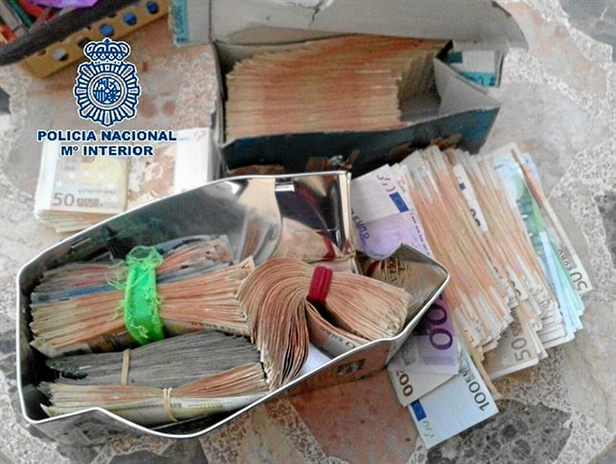 Detienen a cinco miembros de una organización dedicada al robo de viviendas en Málaga, Vélez y Coín