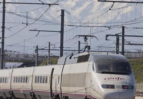 Un total de 800.000 viajeros cruzaron la frontera en el AVE España-Francia en su primer año en servicio