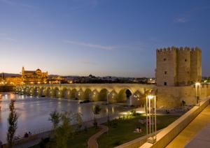 La Torre de la Calahorra, el Guadalquivir y la Mezquita. / http://cordoba.ociogo.com