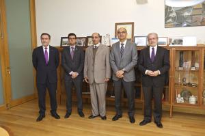 Los rectores de las cinco universidades tras la firma del convenio.