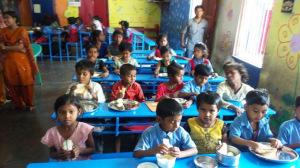 En la escuela reciben también el almuerzo.