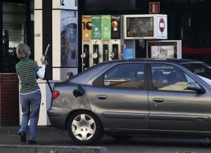 Vuelve a caer el precio de los combustibles. / Foto: Europa Press.