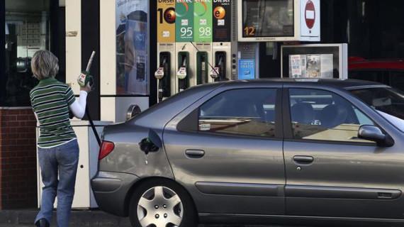 La gasolina y el gasóleo bajan otro 2,1% en la última semana