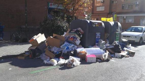 Desconvocada la huelga de recogida de papel y vidrio en Madrid al acercar posturas con las adjudicatarias