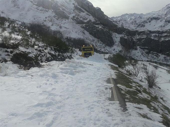 Con nieve en la carretera es necesario extremar las precauciones. / Foto: Europa Press.