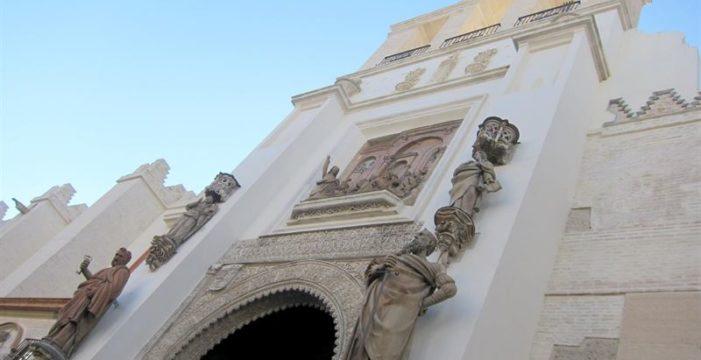 La puerta del Perdón de la Catedral de Sevilla recupera su esplendor