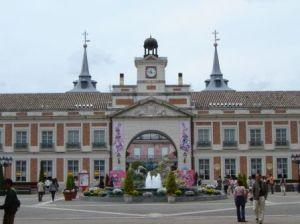 Recreación de la Puerta del Sol y la fuente de La Cibeles . / http://www.clubviaje.com