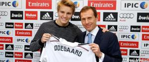 Martin Odegaard y Emilio Butragueño. / Foto: Real Madrid.