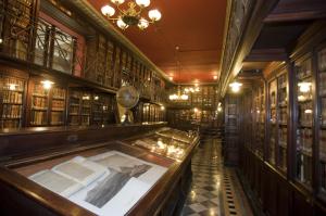 Biblioteca Arus (Barcelona). / http://www.polkadot.it
