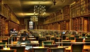 Sala de lectura de la Facultad de Geografía e Historia de la Universidad de Santiago de Compostela. / http://www.libropatas.com