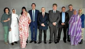 Maestros saharauis con dirigentes de CRE