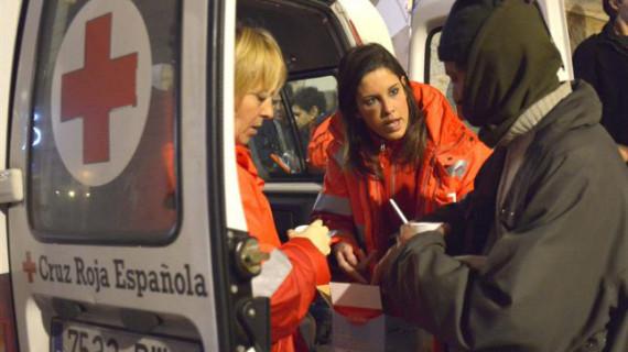 Más de 2.000 voluntarios de Cruz Roja atiende en las Unidades de Emergencia Social a personas sin hogar