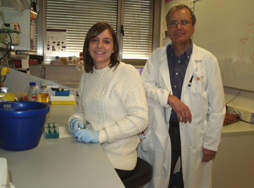 Lara Cantarero y Pedro Lazo, dos de los autores del artículo sobre la proteína VRK1./ DiCYT.