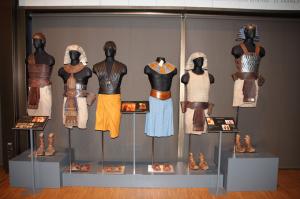 El vestuario del que dispone Cornejo abarca casi todos los periodos históricos.
