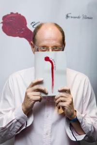 El autor también escribe literatura infantil y juvenil.