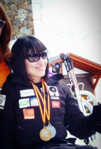 Con las medallas de oro y playa en esquí alpino.