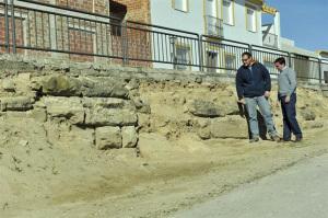 El muro pertenecería al anfiteatro romano de esta ciudad jiennense. / Foto: Europa Press / Arqvipo