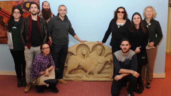 El Museo Tiflológico de la Once recibe una réplica del Tímpano Románico de Palmou