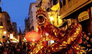 Las calles Valencia se visten de gala para celebrar el Año Nuevo Chino. / http://www.miravalencia.com