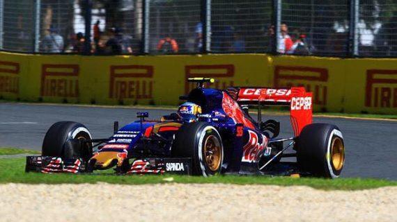 Carlos Sainz consigue dos puntos en su estreno en Fórmula 1