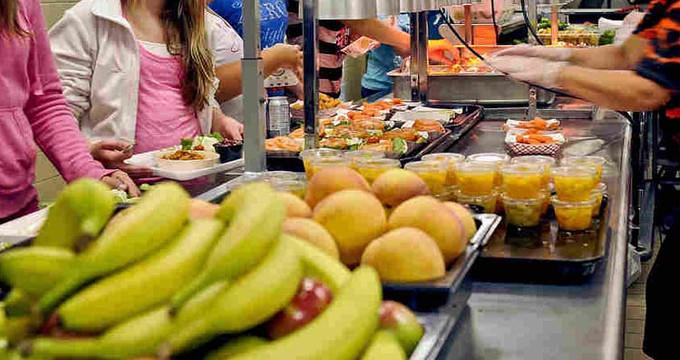 España recibirá fondos de la UE para el plan de distribución de fruta en las escuelas