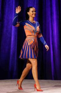 Katy Perry en la Super Bowl con zapatos españoles. / Foto: FICE.