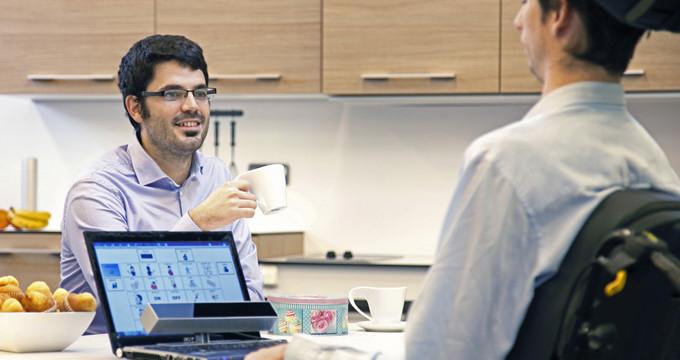 Un invento para controlar el ordenador con los ojos hace accesible las nuevas tecnologías a personas con movilidad reducida