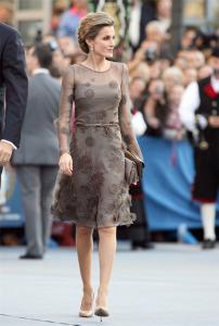 La Reina Letizia con unos elgantes Magrit. / Foto: FICE