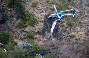 Búsqueda de la caja negra y recuperación de cuerpos en los Alpes. / Foto: Ministerio de Interior francés.