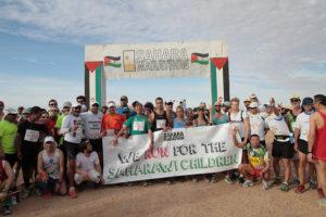 'Corriendo por los niños', lema de la Sahara Marathon 2015. / Foto: Diego Muñoz