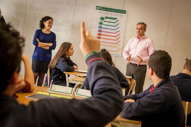 Una de las clases impartidas por un especialista en Economía. / Foto: Pablo Herranz Lorente.