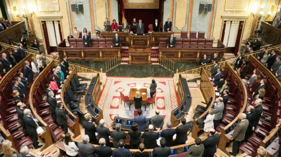 Instituciones de toda España homenajean a las víctimas con un minuto de silencio