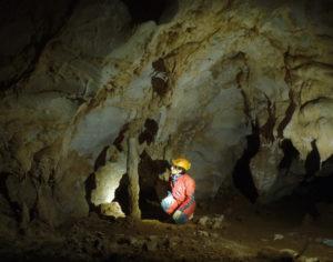 Espeleólogo en la cueva 'Aurea'. / Foto: Gobierno de Cantabria