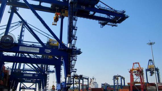 El déficit comercial baja un 14,9% hasta marzo, con récord trimestral de exportaciones