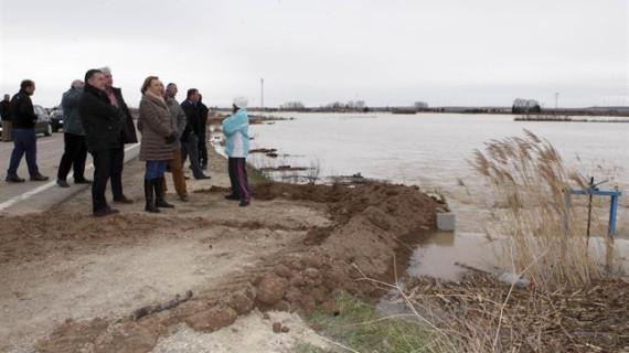 El caudal del Ebro empieza a descender en la capital aragonesa