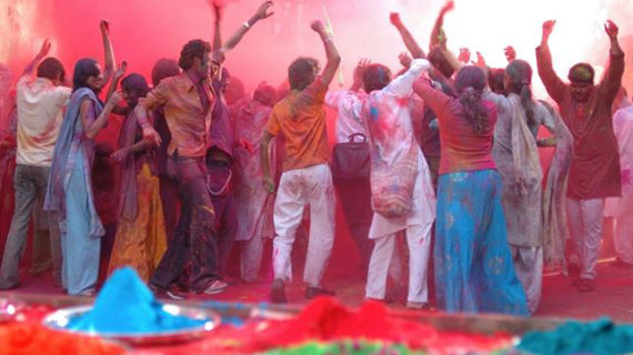 Varias ciudades españolas se suman al festival indio de colores que celebra la fertilidad, el amor y la alegría