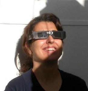 La mejor forma de ver el fenómeno es con gafas de eclipse. / Foto: www.oam.es