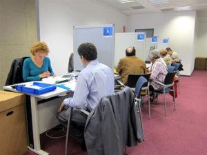 Atención al contribuyente en una sede de la Agencia Tributaria./ Foto: Europa Press.