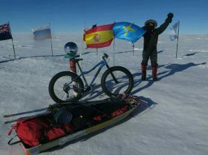 Juan Menéndez Granados se convierte en la primera persona en llegar al Polo Sur en bicicleta.