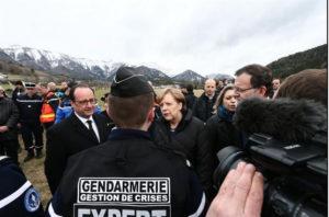 François Hollande, Angela Merkel y Mariano Rajoy estuvieron este 25 de marzo en el lugar del siniestro. / Foto: Élysée.