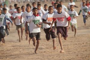 La carrera de niños durante la Sahara Marathon. / http://www.proyectosahara.com