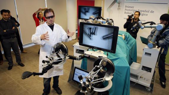 Ingenieros y cirujanos presentan el primer robot quirúrgico hecho en España