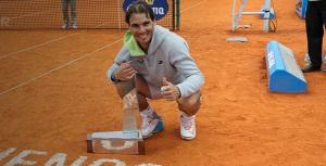 Nadal, feliz con su trofeo. / Foto: ATP