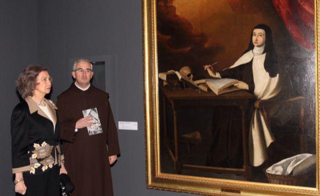 La Reina Sofía ante un cuadro de Santa Teresa de Jesús. / Foto: Casa Real.