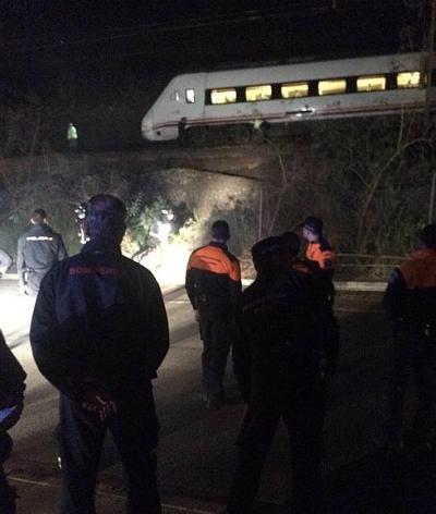 Evacuados los 56 pasajeros del tren descarrilado en Almería por la acumulación de barro en la vía
