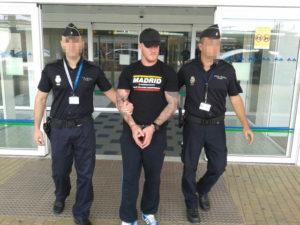 Agentes escolatn a Shane Wallford.