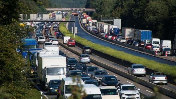 Los camioneros pactan con Fomento dejar de circular voluntariamente por algunos tramos de carreteras