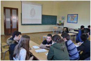 Los jóvenes durante la fase de preparación.