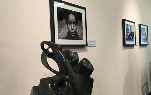 El escultor sordociego José María Prieto expone su obra en Madrid