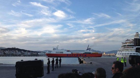 Los ocupantes de un ferry incendiado en el mar llegan ilesos al puerto de Palma